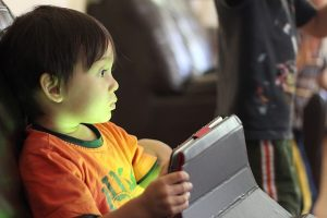uso_tecnologia_bambini_sotto_3_anni