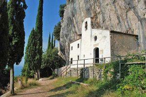 Trekking panoramico da Eremo di San Valentino a Monte Comer @ parcheggio di via Sasso (Sasso di Gargnano) | Lombardia | Italia