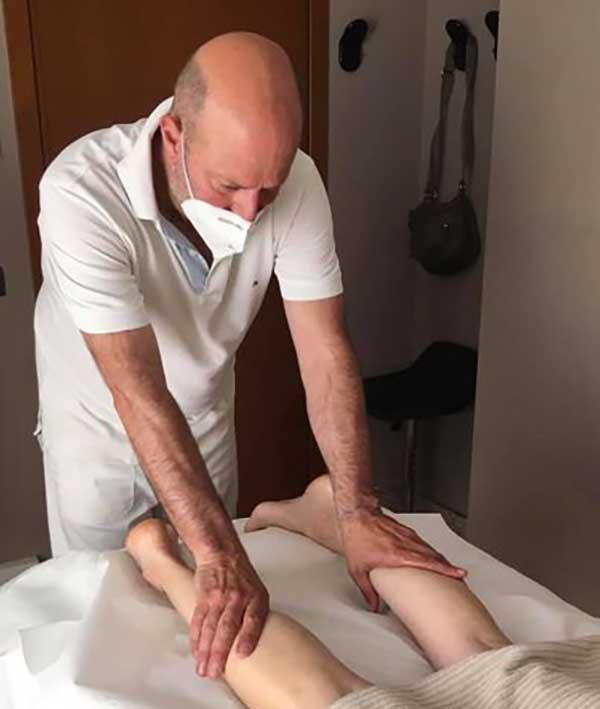 massaggio-drenante-gambe-gonfie-marco-peli-massoterapista